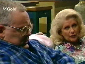 Harold Bishop, Madge Bishop in Neighbours Episode 2922