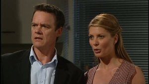 Paul Robinson, Izzy Hoyland in Neighbours Episode 4898