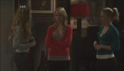 Tegan Freedman, Donna Freedman, Elle Robinson in Neighbours Episode 5607