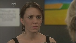 Libby Kennedy, Steph Scully in Neighbours Episode 5614