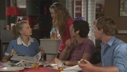 Donna Freedman, Tegan Freedman, Simon Freedman, Ringo Brown in Neighbours Episode 5620