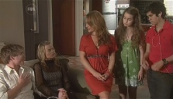 Ringo Brown, Donna Freedman, Cassandra Freedman, Tegan Freedman, Simon Freedman in Neighbours Episode 5622