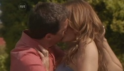 Paul Robinson, Cassandra Freedman in Neighbours Episode 5624