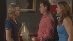 Donna Freedman, Paul Robinson, Cassandra Freedman in Neighbours Episode 5624