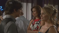 Zeke Kinski, Rebecca Napier, Donna Freedman in Neighbours Episode 5638