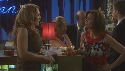 Cassandra Freedman, Rebecca Napier in Neighbours Episode 5639