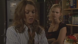 Cassandra Freedman, Elle Robinson in Neighbours Episode 5640