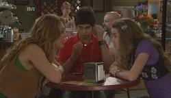 Cassandra Freedman, Simon Freedman, Tegan Freedman in Neighbours Episode 5641