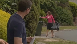 Paul Robinson, Rebecca Napier in Neighbours Episode 5642