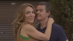 Cassandra Freedman, Paul Robinson in Neighbours Episode 5642