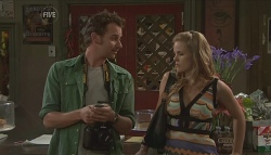 Lucas Fitzgerald, Elle Robinson in Neighbours Episode 5644
