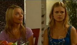 Donna Freedman, Elle Robinson in Neighbours Episode 5670