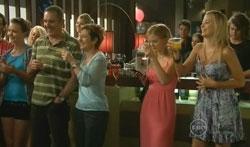 Karl Kennedy, Susan Kennedy, Elle Robinson, Donna Freedman in Neighbours Episode 5681