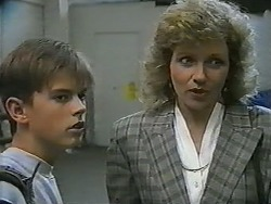 Todd Landers, Beverly Marshall in Neighbours Episode 0961