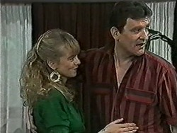 Jane Harris, Des Clarke in Neighbours Episode 1033