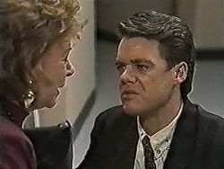Gloria Lewis, Paul Robinson in Neighbours Episode 1047