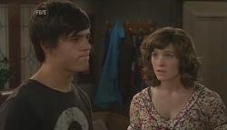 Zeke Kinski, Bridget Parker in Neighbours Episode 5646