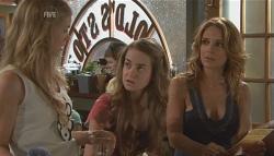Elle Robinson, Tegan Freedman, Cassandra Freedman in Neighbours Episode 5647