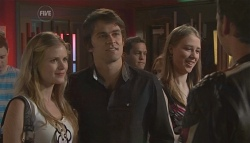 Elle Robinson, Mark Chaplin, Lucas Fitzgerald in Neighbours Episode 5647
