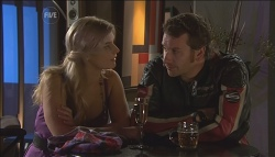 Lisa Hayes, Lucas Fitzgerald in Neighbours Episode 5647