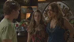 Ringo Brown, Tegan Freedman, Cassandra Freedman in Neighbours Episode 5647