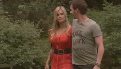 Lisa Hayes, Lucas Fitzgerald in Neighbours Episode 5648