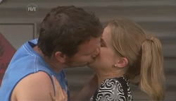 Lucas Fitzgerald, Elle Robinson in Neighbours Episode 5653