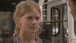 Elle Robinson in Neighbours Episode 5653