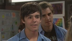 Zeke Kinski, Kyle Canning in Neighbours Episode 5654