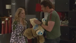 Elle Robinson, Lucas Fitzgerald in Neighbours Episode 5656
