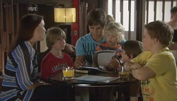 Libby Kennedy, Mickey Gannon, Ty Harper, Charlie Hoyland, Ben Kirk, Callum Jones in Neighbours Episode 5658