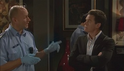 Sgt Ray Moller, Paul Robinson in Neighbours Episode 5661