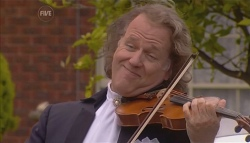Andre Rieu in Neighbours Episode 5662