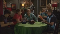 Ty Harper, Dan Fitzgerald, Steve Parker, Elle Robinson, Lucas Fitzgerald, Callum Jones, Steph Scully, Toadie Rebecchi in Neighbours Episode 5664