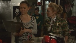 Sunny Lee, Zeke Kinski, Melissa Evans in Neighbours Episode 5664