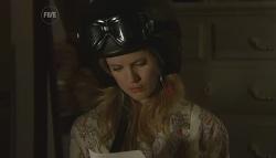 Elle Robinson in Neighbours Episode 5665
