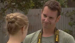 Elle Robinson, Lucas Fitzgerald in Neighbours Episode 5665