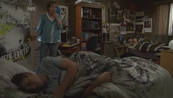 Susan Kennedy, Ringo Brown, Zeke Kinski in Neighbours Episode 5666