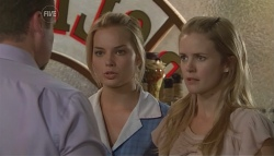 Toadie Rebecchi, Donna Freedman, Elle Robinson in Neighbours Episode 5671
