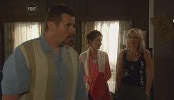 Toadie Rebecchi, Susan Kennedy, Steph Scully in Neighbours Episode 5673