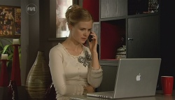 Elle Robinson in Neighbours Episode 5673