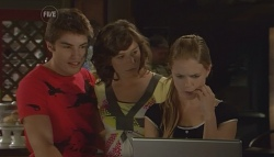 Declan Napier, Bridget Parker, Elle Robinson in Neighbours Episode 5674