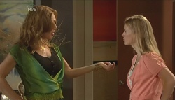 Cassandra Freedman, Elle Robinson in Neighbours Episode 5676