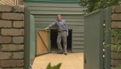 Paul Robinson in Neighbours Episode 5677
