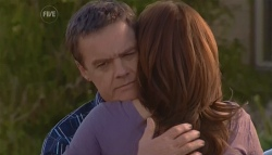 Paul Robinson, Rebecca Napier in Neighbours Episode 5677