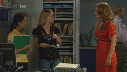 Nurse Jodie Smith, Elle Robinson, Cassandra Freedman in Neighbours Episode 5678
