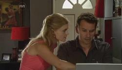 Elle Robinson, Lucas Fitzgerald in Neighbours Episode 5682