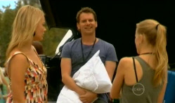 Donna Freedman, Lucas Fitzgerald, Elle Robinson in Neighbours Episode 5715