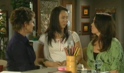 Susan Kennedy, Sunny Lee, Libby Kennedy in Neighbours Episode 5721
