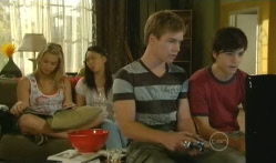 Donna Freedman, Sunny Lee, Ringo Brown, Zeke Kinski in Neighbours Episode 5722